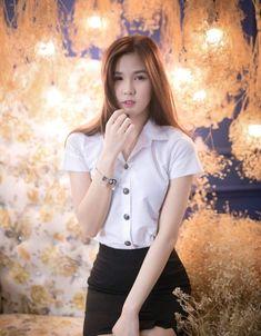 Beautiful Japanese Girl, Beautiful Girl Image, Beautiful Asian Women, Cute Asian Girls, Cute Girls, University Girl, Girls In Mini Skirts, Poker Online, Portrait Poses