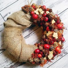 Our goal is to keep old friends, ex-classmates, neighbors and colleagues in touch. Autumn Wreaths, Holiday Wreaths, Christmas Crafts, Christmas Decorations, Christmas Ornaments, Autumn Crafts, Diy Weihnachten, Fall Diy, Flower Decorations