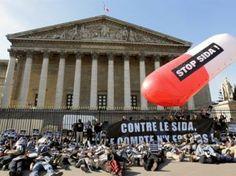 Action de Solidarité Sida en 2010 pour sensibiliser le Parlement à la lutte contre le VIH - des médicaments pour tous. http://www.rfi.fr/science/20100920-associations-lutte-contre-le-sida-demandent-plus-moyens