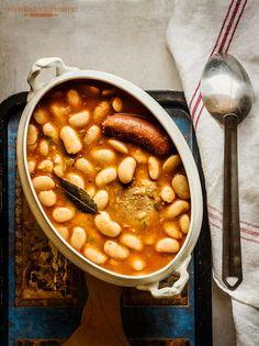 Los judiones de La Granja de San Ildefonso son una especie de alubia, blanca y de gran tamaño, que se ha venido cultivando tradicionalmente en la provincia de Segovia. Con ella se elabora el famoso plato de judiones con chacinas que se ofrece en multitud de restaurantes de toda la provincia. Historia de los judiones …