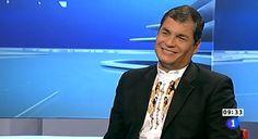 Ecuador: Correa rompe ejemplar de periódico y llama a boicot contra la prensa.