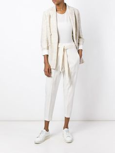 Go less finance and more fashion with designer blazers for women at Farfetch. Modest Outfits, Modest Fashion, New Outfits, Stylish Outfits, Fashion Outfits, Womens Fashion, Beige Blazer, Jackett, White Pants
