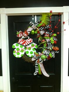 Mittens whimsical wreath. Too cute for words.