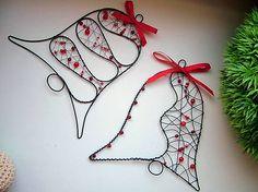 ZUDOS / zvonček väčší Wire Wrapped Pendant, Wire Wrapped Jewelry, Wire Jewelry, Wire Crafts, Metal Crafts, Handmade Christmas, Christmas Crafts, Christmas Ornaments, Garland Hanger