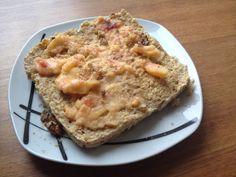 Pão de quark com cobertura de nectarina:  - 3 claras e 1 gema - 2 colheres de sopa de queijo quark 0% gordura -2 colheres de sopa de aveia integral  Misturar tudo e leve 3 minutos ao microondas. Par a cobertura triturar uma nectarina e esmagar duas nozes!