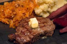 Steki z polędwicy wołowej to inspiracja na konkretne, a zarazem wykwintne danie. Przygotowanie samego mięsa zajmuje bardzo mało czasu. Steki można podawać z dowolnymi, ulubionymi dodatkami. Polecam steki Beef Master, jak pisze producent Polędwica Beef Master to najwyższej jakości wyselekcjonowane mięso wołowe. Soczysta, miękka i delikatna w smaku, zaspokoi gusta nawet najbardziej wymagających amatorów czerwonego mięsa [http://beefmaster.pl/].
