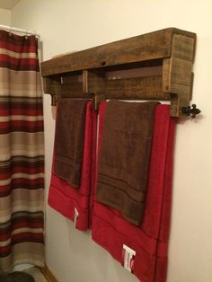 #Bathroom Towel Rack Salvaged From Pallets - 15 Inspired Pallet Ideas for Your Home | 101 Pallet Ideas