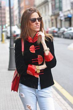 #oriental #mao #mao jacket #uterqüe bags #red bag #jeans #thvlooks #thehighville #street-style #street style #fashion ideas #vintage #outfit ideas #fashion blog #fashion inspiration     https://thehighville.com/blog/chaqueta-de-cuello-mao