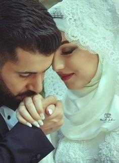 #siyapaqueen Wedding Couple Poses Photography, Wedding Poses, Wedding Photoshoot, Wedding Couples, Wedding Ideas, Cute Love Couple, Couples In Love, Beautiful Couple, Muslim Wedding Ceremony