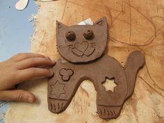Děti z 1.B a 2.B vyráběly kočičky z keramické hlíny - 1. ZŠ Rakovník…