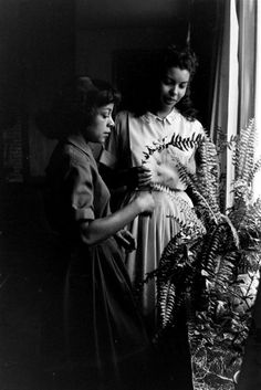 Ruby Dee and Juanita Hardy in New York, New York, March 1959, photographed by Gordon Parks Gordon Parks, Digital Art, March, York, Photography, Fotografie, Photograph, Mars, Fotografia