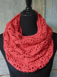 Free #crochet pattern: Rouge Infinity Scarf by The Country Willow