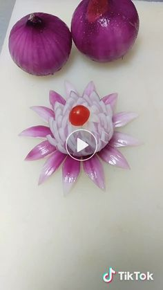 Super Fruit Art( has created a short video on TikTok with music 原聲. A five-star chef shows you how to make your average onion into an unaffordable way. Amazing Food Decoration, Fruits Decoration, Vegetable Decoration, Amazing Food Art, Kids Food Crafts, Food Art For Kids, Deco Buffet, Food Sculpture, Food Garnishes