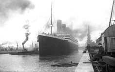 rmscatfish: April 1912 - The RMS Titanic left Southampton, England, at noon for Cherbourg, France. Titanic nearly collided with the USS New York upon leaving the port. Rms Titanic, Titanic Real, Titanic Photos, Belfast Titanic, Rare Historical Photos, Rare Photos, Cool Photos, Rare Images, Amazing Photos