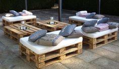 Lounge com 4 Puffs de pallet SIMPLE -conjunto com 4 unidades e uma mesa de centro                                                                                                                                                                                 Mais