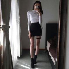 Skinny body goals and outfit goals , style goals. K Fashion, Ulzzang Fashion, Korea Fashion, Asian Fashion, Trendy Fashion, Fashion Beauty, Fashion Outfits, Bcbg, Girl Outfits