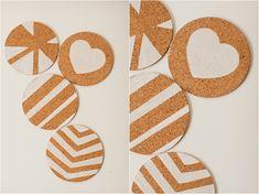 DIY Cork Coaster Design Ideas! Cork Crafts, Diy And Crafts, Arts And Crafts, Ceramic Coasters, Cork Coasters, Diy Christmas Presents, Christmas Diy, Coaster Design, Ikea