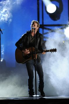 """Tip It On Back"" says Dierks Bentley!"