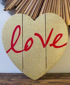 """DIY Rustic Wood Pallet """"Love"""" Art"""