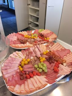 44 Ideas For Wedding Food Platters Meat Deli Platters, Party Food Platters, Party Trays, Cheese Platters, Meat And Cheese Tray, Meat Trays, Meat Platter, Sandwich Platter, Meat Sandwich