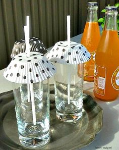 Put cupcake wrappers over your drinks to keep the bugs at bay. summer party food bbq recipes for 13 Genius Picnic Tricks You Need to Know This Summer Summer Picnic, Summer Diy, Summer Food, Summer Ideas, Beach Picnic, Summer Things, Lunch Box Bento, Cupcakes Amor, Summer Decoration
