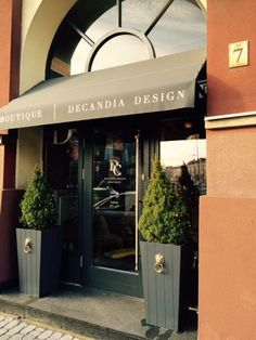 Wejście do DeCandia Design Boutique przy ul. Oleska 7 w Opolu