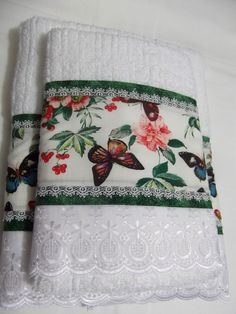 Toalhas Dish Towels, Hand Towels, Tea Towels, Fabric Crafts, Sewing Crafts, Sewing Projects, Hand Embroidery, Embroidery Designs, Egyptian Cotton Duvet Cover