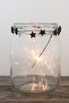 Wunderkerzen zu Silvester - Party: Silvester / New Year´s Eve - Christmas Gifts Party Silvester, Diy Silvester, Diy 2019, Diy Crafts To Do, Jar Crafts, Diy Garland, Star Garland, Nouvel An, Noel Christmas