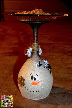 The Keeper of the Cheerios: Christmas Cookie Trays info More Plus Wine Glass Crafts, Wine Craft, Wine Bottle Crafts, Wine Bottles, Snowman Crafts, Christmas Projects, Holiday Crafts, Christmas Wine Glasses, Wine Glass Candle Holder