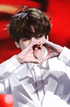 exo baekhyun :: i lov youuuuuu ♡(๑˃̵ᴗ˂̵) #exo #baekhyun