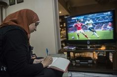 "La ""mujer futbolera"" que revoluciona Egipto"