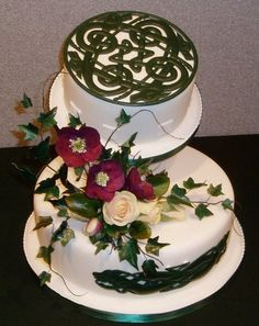 Celtic and flowers wedding cake Keywords: #weddings #jevelweddingplanning Follow Us: www.jevelweddingplanning.com  www.facebook.com/jevelweddingplanning/