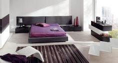 Dormitorio de estilo moderno en negro y pequeños detalles en blanco Bedroom, Furniture, Home Decor, Black Master Bedroom, Master Bedrooms, Queen Bedroom, Beds, House Decorations, Trendy Tree