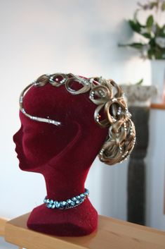 Haarteil, genau in Deiner Haarfarbe Competition Hair, Crown, Fashion, Hair Colors, Moda, Corona, Fashion Styles, Fashion Illustrations, Crowns