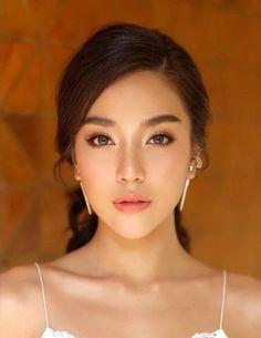 23 Ideen Make-up Asian Graduation - Prom Makeup Looks Asian Wedding Makeup, Asian Eye Makeup, Bridal Makeup Looks, Natural Wedding Makeup, Bridal Hair And Makeup, Prom Makeup, Wedding Hair And Makeup, Asian Makeup Natural, Asian Wedding Hair