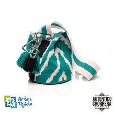 Crochet Handbags, Crochet Bags, Crochet Ideas, Needlepoint Designs, Tapestry Crochet, Bucket Bag, Crochet Top, Fashion Accessories, Pouch
