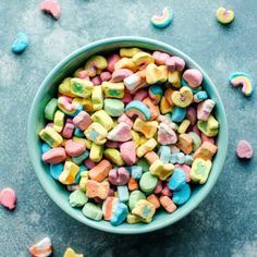 3 ingredient lucky charms bark made from white chocolate, sprinkles, and delicious Lucky Charms cereal marshmallows! So easy, delicious, and quick! Lucky Charms Marshmallows, Lucky Charms Cereal, Bowl Of Cereal, Sallys Baking Addiction, Okra, Easter Recipes, 3 Ingredients, Dog Food Recipes, Charmed
