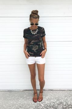 Summer Outfits Women - Camo and white jean shorts. I& thinking with booties for a fall concert! Summer Outfits Women 30s, Cute Summer Outfits, Spring Outfits, White Shorts Outfit Summer, Summer Pants, Summer Clothes For Women, Summer Weekend Outfit, Womens Fashion Casual Summer, Spring Clothes