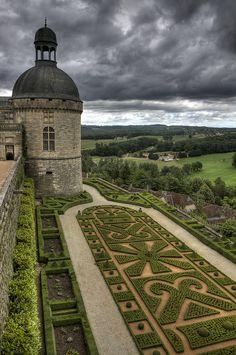 Chateau de Hautefort - Dordogne
