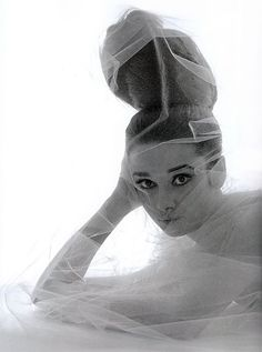 Audrey Hepburn outtake from Vogue cover May 1963. Photo by Bert Stern ❤️❤️❤️❤️