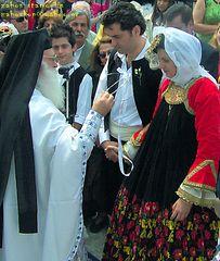 Skopelos Island Σκοπελίτικος παραδοσιακός γάμος με τοπικές επίσημες φορεσιές, εκκλησάκι Αι-Γιάννη, (Skopelos, AiGiannis.)