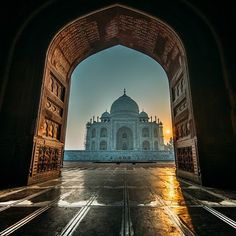 THE #TAJ AND THE #MOSQUE by @double_o_photo  #Photocircle #nofilter #India #Southasia #TajMahal #newperspective #cities #religion #spirituality #architecturephotography #travelphotography #sunrays #sunrise #morning #photooftheweek #photoart #picoftheday  #Closethecircle - if you buy this photo Oliver Ostermeyer and Photocircle #donate 11% of the sales price to our #education project in #Bangladesh