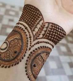 Henna Mehndi Designs which you can easily pull off to college. You will find some Easy, Elegant, Simple, and Beautiful Mehndi Designs of