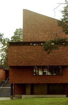 Säynätsalo Town Hall, Säynätsalo Alvar Aalto, 1951 Architecture Design, Beautiful Architecture, Contemporary Architecture, Frank Lloyd Wright, Walter Gropius, Famous Architects, Alvar Aalto, Modern Masters, Brickwork
