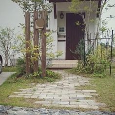 玄関ドア/ヤマボウシ/シマトネリコ/石畳/芝生/オリーブ…などのインテリア実例 - 2016-05-24 19:46:21 | RoomClip(ルームクリップ) Stone Garden Paths, Garden Stones, Garden Gates, Landscape Elements, House Landscape, Landscape Architecture, Gutter Garden, Asian Garden, Entrance Design
