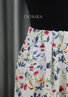 Dámska letná ľanová sukňa v bežovej farbe s farebným kvetovaným vzorom. Materiál: 50ľan50Vis  veľkosť: UNI/ upravím podľa zákazníka obvod pásu: od 60cm do 80cm dĺžka sukne: 57 cm Materiál: ľan, viskóza Ballet Skirt, Floral, Skirts, Design, Fashion, Florals, Moda, La Mode, Flowers