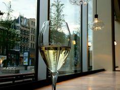 Bij Het Groene Paleis Amsterdam op het Rokin in het centrum van Amsterdam kun je terecht voor een goede lunch, wijn op het terras en een heerlijk diner.