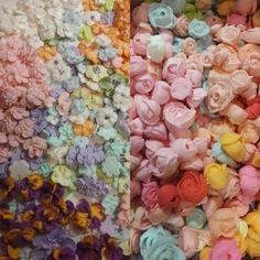 Цветочко-заготовочный день #розочки #цветочки#icing #icingsugar #сахарныецветы #icingcookies #icingdecoration Cup Cakes, Cookie, Plants, Biscuit, Cupcakes, Cupcake Cakes, Plant, Pretzel Bark, Cookie Recipes