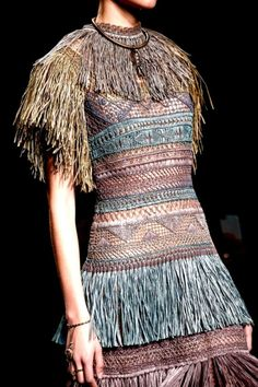 Valentino Spring 2016 Ready-to-Wear Accessories Photos - Vogue Haute Couture Style, Couture Mode, Couture Fashion, Runway Fashion, Womens Fashion, Fashion Trends, Fashion Details, Love Fashion, High Fashion