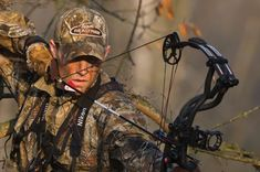 5 Best Pieces of Bowhunting Advice- Some of the best bowhunting tips around. Master these and you will shoot better than before Bow Hunting Tips, Hunting Guide, Hunting Camo, Hunting Girls, Hunting Stuff, Quail Hunting, Hunting Dogs, Turkey Hunting, Archery Tips
